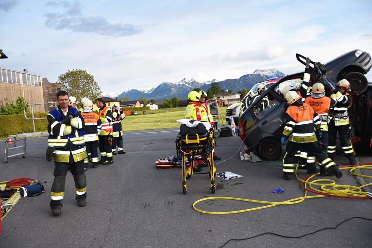 15 Feuerwehr-Rettungsübung.jpg