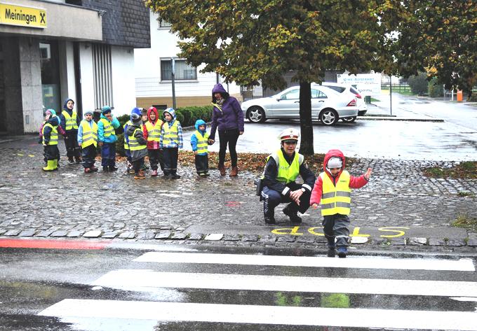 57 Oktober Kindergarten Verkehrserziehung.jpg