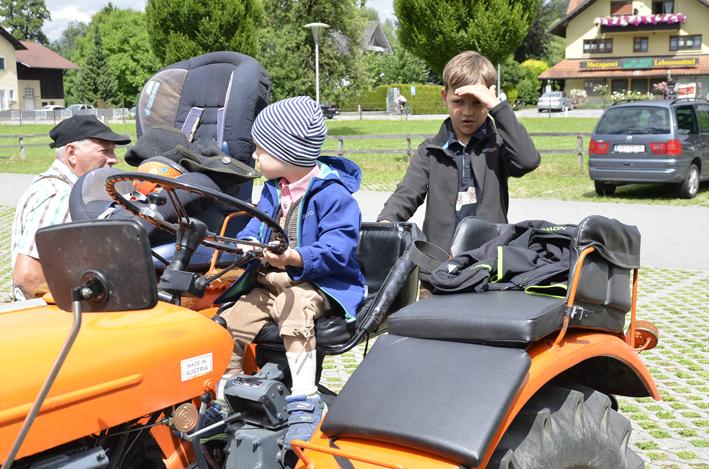 21 Dorffest Traktorentreffen.jpg