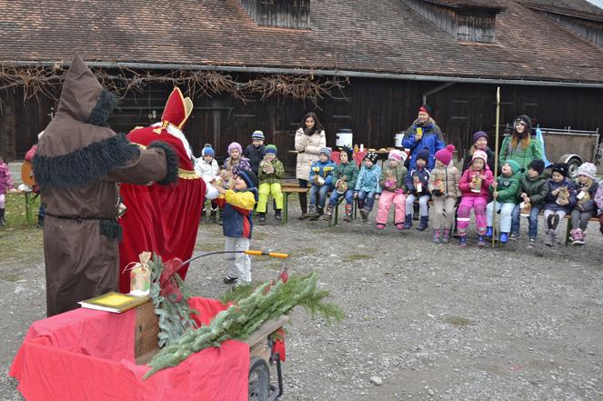 68 Kindergarten Gruppe 1 und 4.jpg